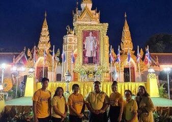 """""""หมู่บ้านวิสาหกิจชุมชนท้องถิ่นเรารักประเทศไทย"""" ร่วมจุดเทียนน้อมรำลึกในพระมหากรุณาธิคุณ เนื่องในโอกาสวันคล้ายวันสวรรคต พระบาทสมเด็จพระบรมชนกาธิเบศร มหาภูมิพลอดุลยเดชมหาราช บรมนาถบพิตร"""